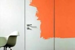 Дверь в цвет стены